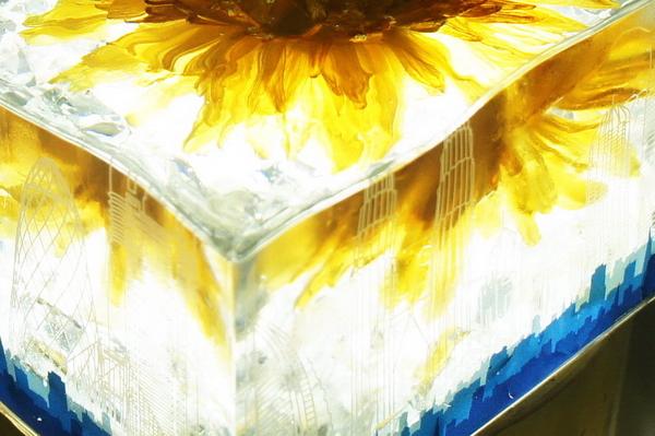 鲜花琥珀水晶雕塑制作