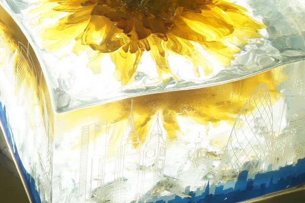 鲜花琥珀水晶雕塑制作1