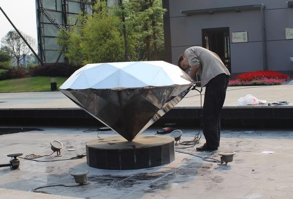 不锈钢钻石雕塑_1.jpg