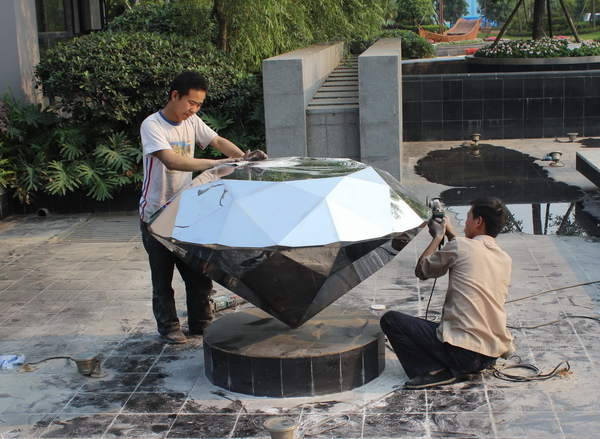 不锈钢钻石雕塑