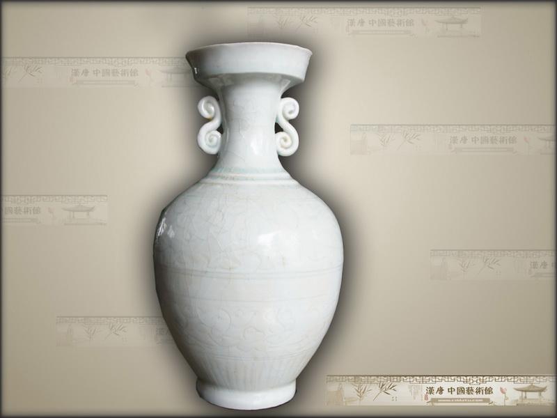 宋代景德镇 影青刻花瓶