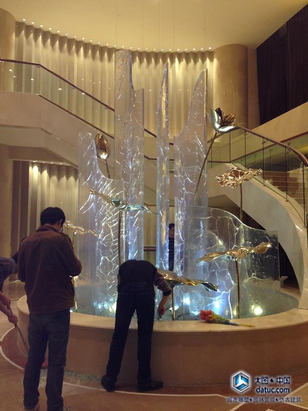 超大型水晶透明雕塑幕墙施工现场