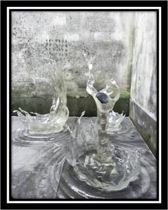 安徽徽州古城透明水滴水晶雕塑
